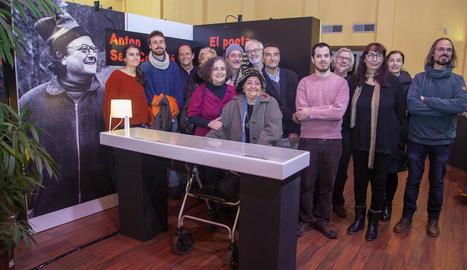 Els familiars d'Anton Sala-Cornadó van assistir a la inauguració de la mostra a Tàrrega.