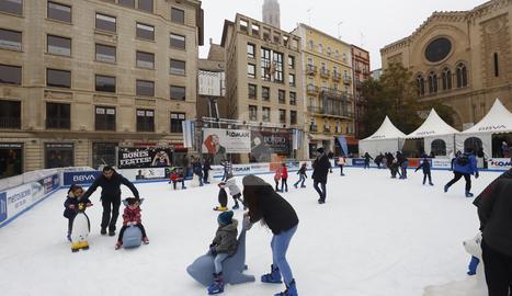 © Pista de gel sota la boira de Lleida