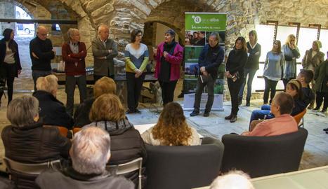 La família Mayoral i el Grup Alba van presentar ahir l'acord de cessió de l'edifici als veïns.