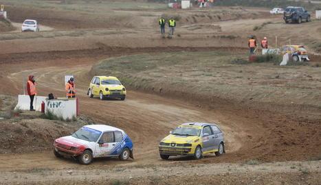 L'equip GC Motorsport lidera un grup de tres vehicles davant de dos de pertanyents a l'Escuderia Lleida.