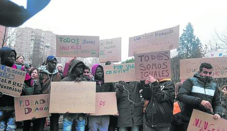 Protesta per l'assetjament de Menes