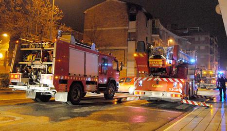 Serveis d'emergències dissabte a la nit en l'incendi.