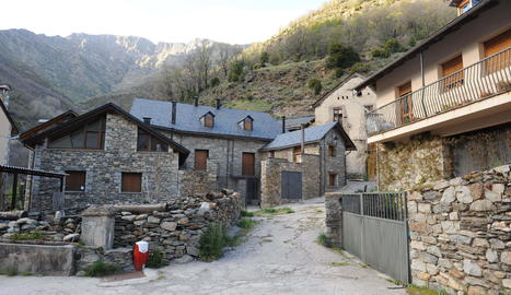 El poble de Cardet, al municipi de la Vall de Boí.