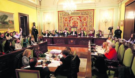 Només els edils del govern d'ERC, JxCat i el Comú van votar a favor del pressupost.