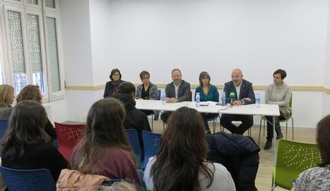 Imatge dels responsables i participants en el projecte 'Cicles Formatius a Terreny'.