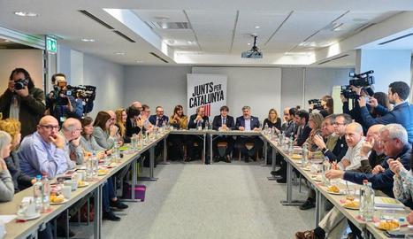 Moment de la reunió que es va fer ahir a Bèlgica amb Torra i Puigdemont al capdavant.