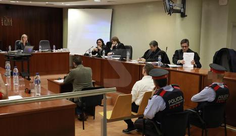El sotsinspector dels Mossos de Lleida declara durant la segona jornada del judici a l'Audiència de Lleida pel crim de la càrnia Puig-Gros.