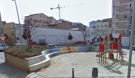La plaça dels blocs dels pisos de La Caixa de Balaguer.