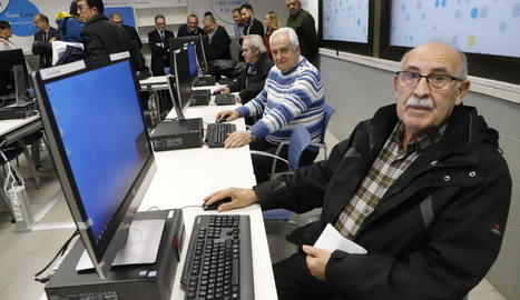 L'aula comptarà amb nou ordinadors per formar la gent gran en les noves tecnologies.