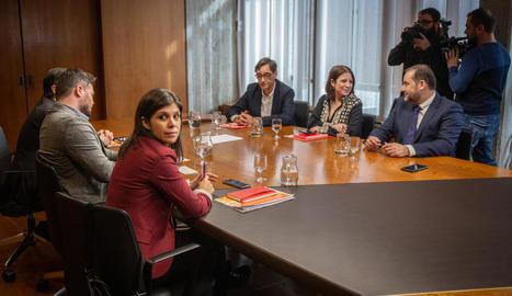 Reunió dels equips negociadors d'ERC i del PSOE, ahir, a Barcelona.