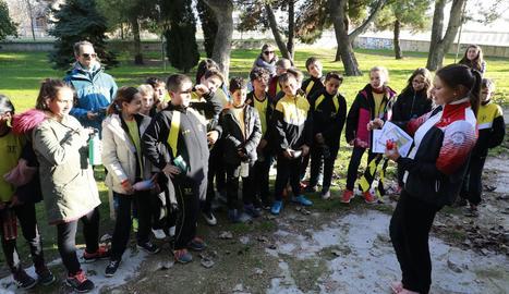 Els alumnes de l'escola Enric Farreny fan orientació i tècnica de bicicleta amb una campiona