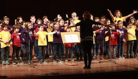 Un dels grups de cantaires de l'Orfeó Lleidatà, ahir durant la seua actuació a l'Auditori.