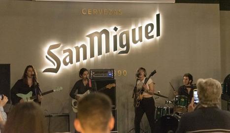 La banda del Baix Llobregat, dijous durant la seua actuació.