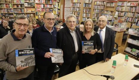 Un moment de la presentació del llibre, amb Nadal a la dreta.