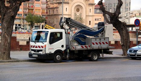 Dos dones van resultar ferides a Tortosa pel vent.