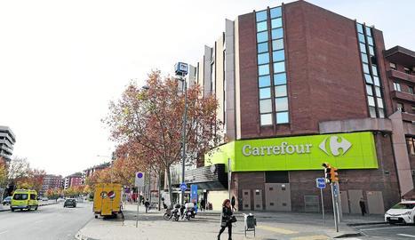 El Carrefour del passeig de Ronda és l'única gran superfície de Lleida.
