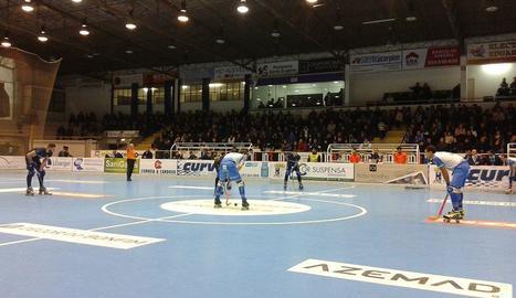 Els jugadors dels dos equips, en els minuts previs a l'inici del partit.