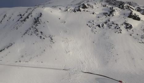 Reobre el port de la Bonaigua després d'allaus controlades per assegurar l'estabilitat de la neu