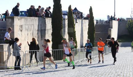 La veterana i emblemàtica prova lleidatana va reunir 700 atletes entre totes les propostes.