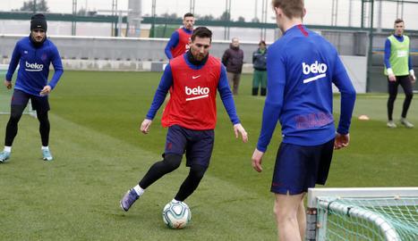 Messi, durant l'entrenament a la Ciutat Esportiva.