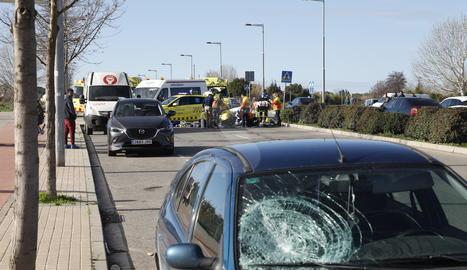 El vehicle que ha atropellat la dona, al lloc dels fets