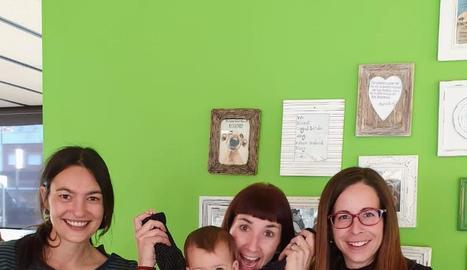 Georgina i Daila Miret, Mireia Segarra i Olga Marsal, il·lustradora i autores del conte.