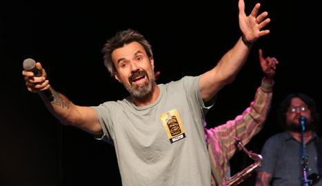 Pau Donés va tornar ahir als escenaris amb un doble concert a la sala Luz de Gas de Barcelona.