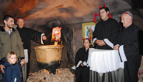 El públic va poder descobrir el nou infern del Pessebre, amb jutges del Suprem en el paper de diables.