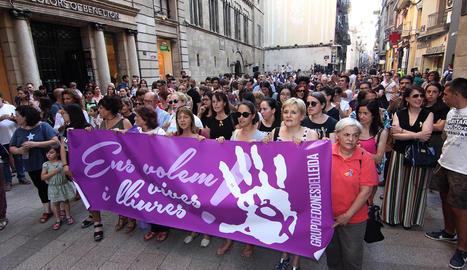 Imatge d'arxiu d'una protesta contra la violència masclista als carrers de Lleida.