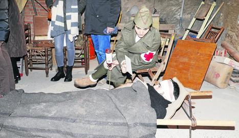 El grup de recreació històrica Exèrcit de l'Ebre va fer una demostració d'una intervenció quirúrgica de l'època.