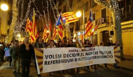 Un moment de la manifestació celebrada ahir a la nit pels carrers de Palma.