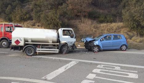 Dos dels vehicles accidentats ahir a l'N-260.