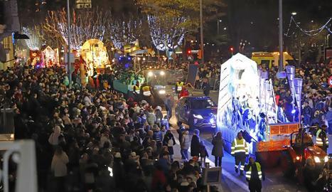 Els Reis Mags van arribar a la capital del Segrià amb tren i van fer una desfilada fins a l'ajuntament.