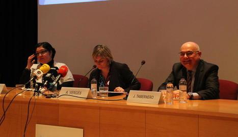 La presentació ahir a l'Arnau del Programa Conjunt d'Oncologia Mèdica.