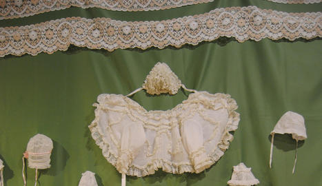 delicadesa. La delicadesa amb què s'havien cosit llençols i camises de dormir i la resta de peces va captivar la Victòria Antó.