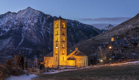 romànic. Sant Climent és la imatge més icònica del romànic de la Vall de Boí, a l'Alta Ribagorça.
