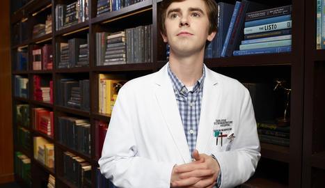 Freddie Highmore és el doctor Shaun Murphy, que té autisme.