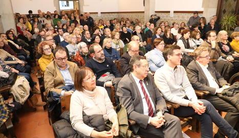 Toni Postius, Joan Talarn, Anna Gómez, Blanca Bragulat i Lluís Llach, a la presentació del llibre.