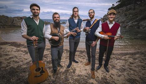 """Imatge promocional del quintet barceloní de """"folk mariner"""" El Pony Pisador."""