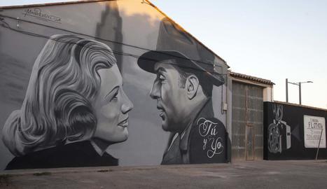 Mural de pel·lícula al Cinema Flotats de Tornabous.