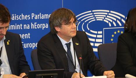 L'expresident de la Generalitat i diputat europeu Carles Puigdemont, aquest dilluns durant la roda de premsa a Estrasburg.