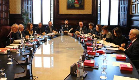 Un moment de la reunió de la Mesa del Parlament celebrada ahir.