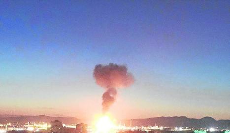L'explosió va provocar una gran columna de foc i fum que era visible a diversos quilòmetres.