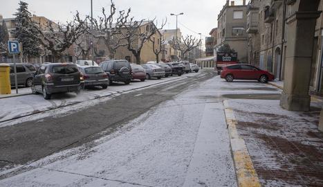 Aquest és l'aspecte que tenia ahir al matí un carrer de Guissona.