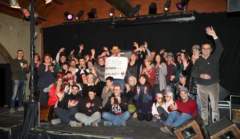 Fotografia de grup entre representants de les entitats, ahir al Cafè del Teatre