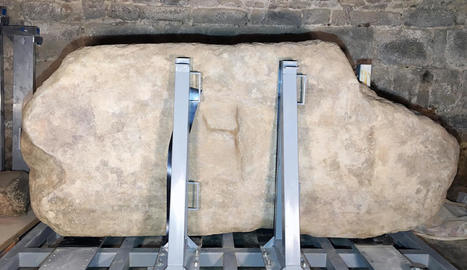 El menhir del Roc de la Mare de Déu després de ser restaurat.