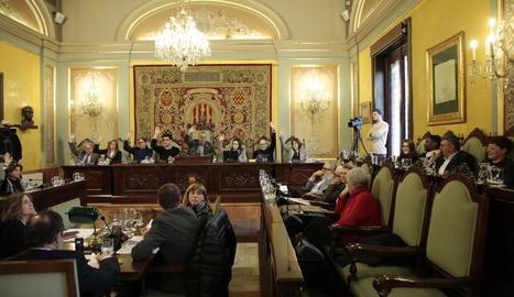 La votació del pressupost de la Paeria, ahir al ple.