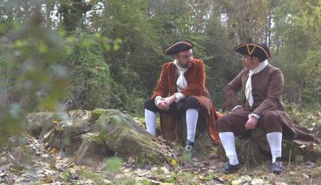 El cantant Roger Mas i l'escriptor Jordi Lara vagaran en la boira.