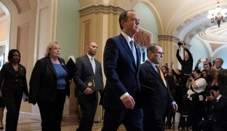 Alguns dels membres del Senat nord-americà a l'arribar a la Cambra.