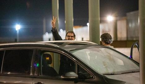 El president d'Òmnium Cultural, Jordi Sànchez, ahir, mentre abandonava la presó de Lledoners.